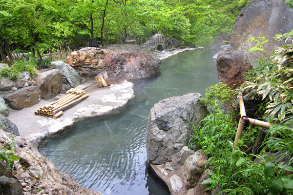 松川渓谷温泉滝の湯の大露天風呂
