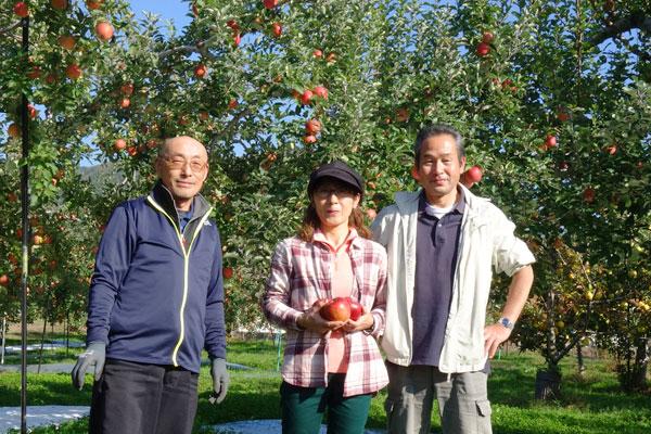 笑顔の片桐果樹園メンバー
